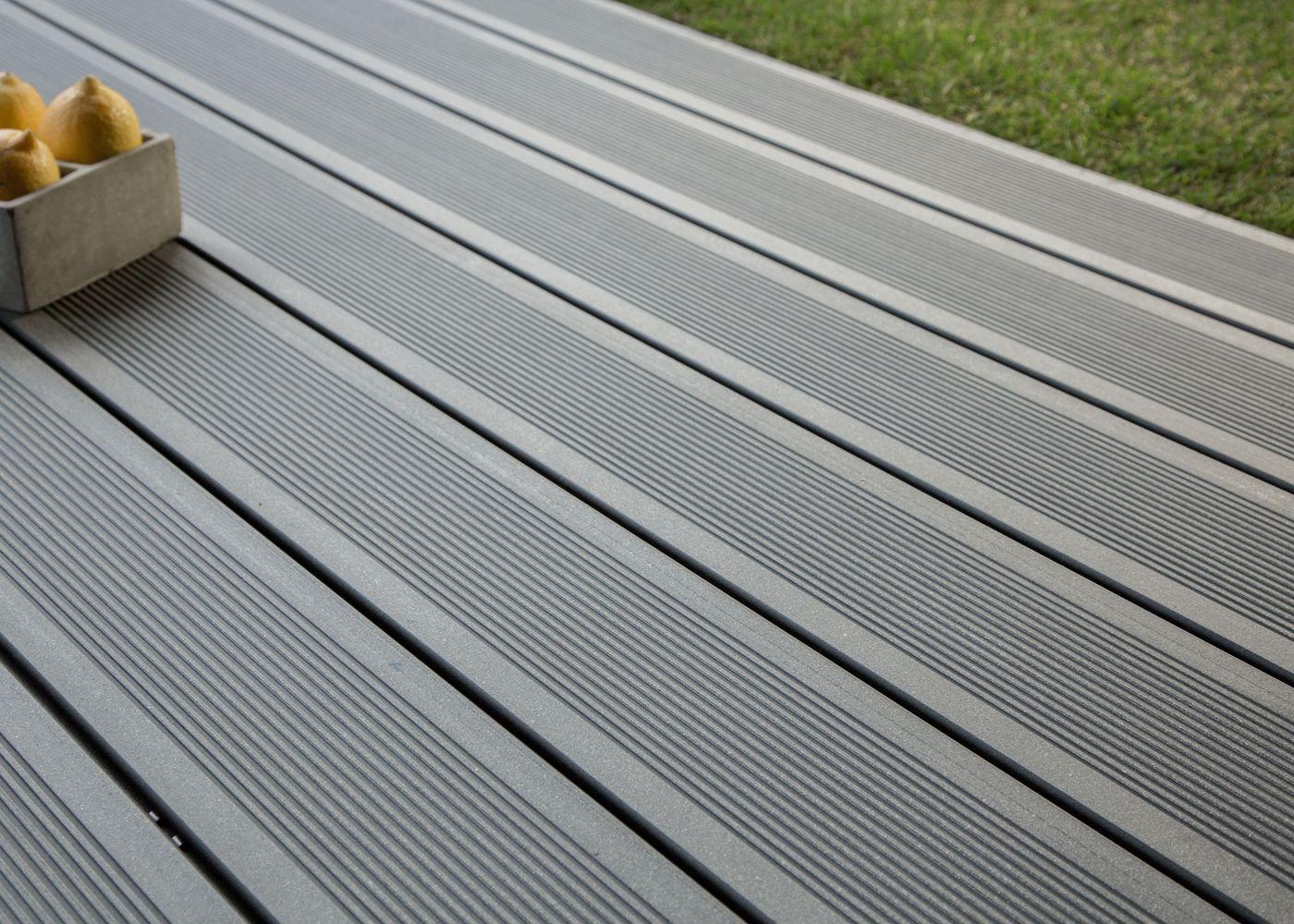 test lame de terrasse en composite comparatif avis le. Black Bedroom Furniture Sets. Home Design Ideas